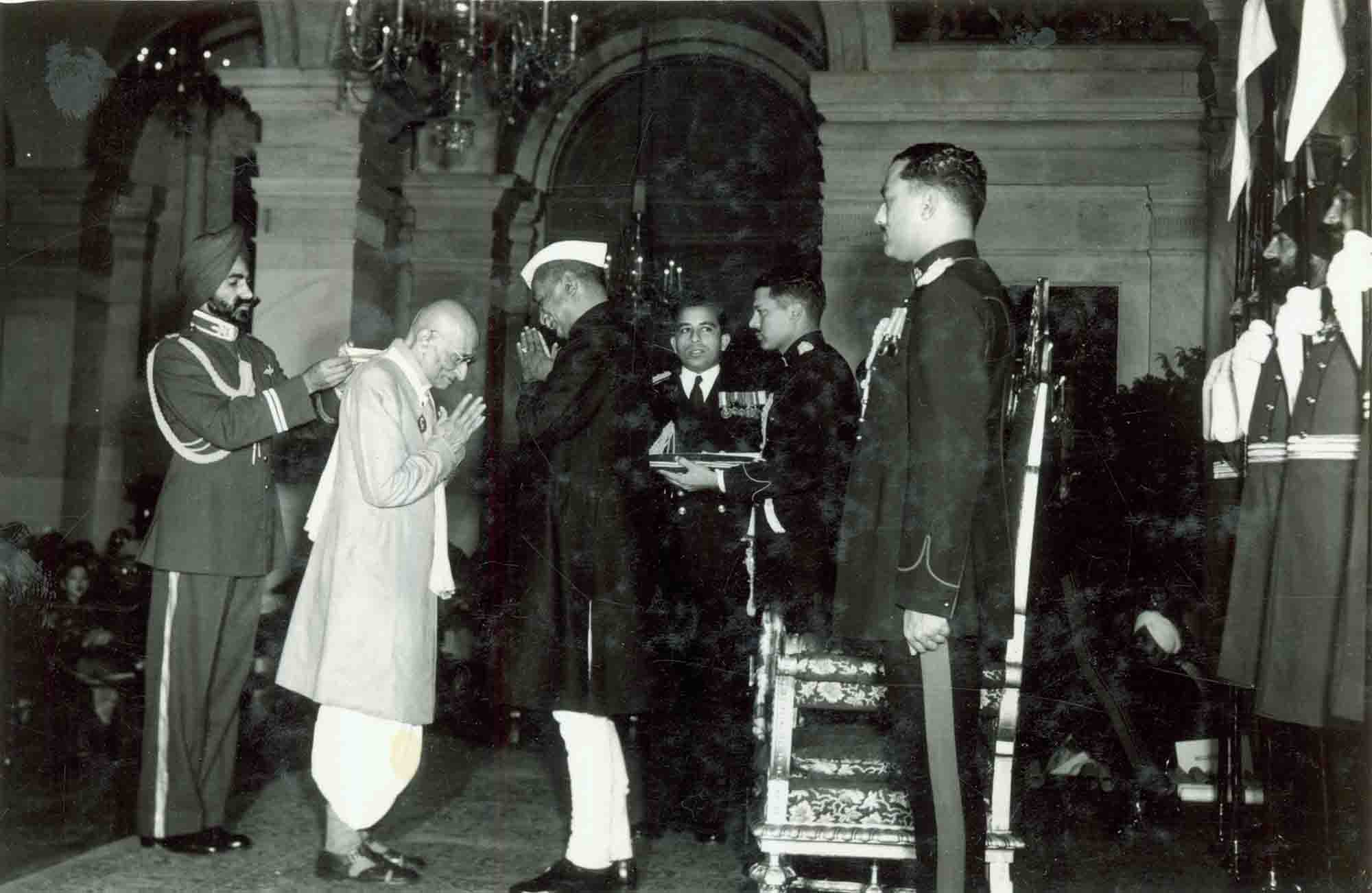 C Rajagopalachari receiving the Bharat Ratna from President Rajendra Prasad. Image Courtesy: Rashtrapati Bhavan