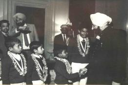 President Giani Zail Singh meeting children conferred with the National Bravery Awards