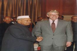 President Dr. Shankar Dayal Sharma receiving Rt. Hon. John Major, M.P., Prime Minister of the United Kingdom
