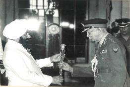 President Giani Zail Singh presenting the Rank of Field Marshal to K.M. Cariappa