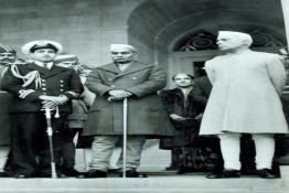 Dr. Rajendra Prasad and Pandit Nehru bidding farewell to the outgoing Governor General