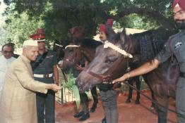 President Dr. Shankar Dayal Sharma visited the Stables of President's Estate