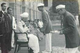 President Dr. Radhakrishnan receiving Diwali greetings from the staff of Rashtrapati Bhavan