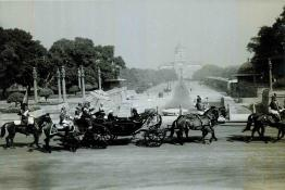 The President leaving Rashtrapati Bhavan in State to adress both the Houses of Parliament